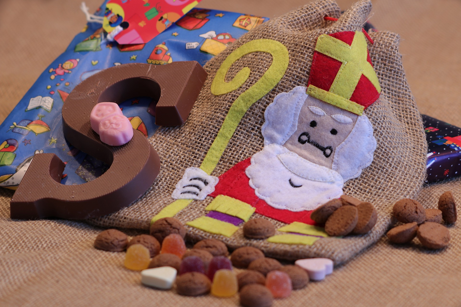 Sinterklaas op bezoek bij de jeugd